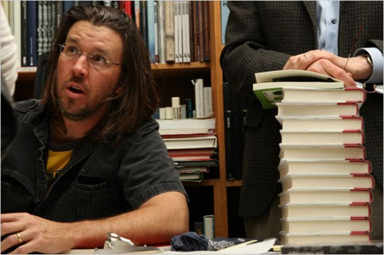 DFW at a Manhattan bookstore in 2006 (NYT)
